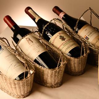 """""""料理と合う""""ことにこだわり、実力派ワインを厳選しています"""