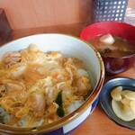いちまさ - 料理写真:親子丼 みそ汁 漬物付き