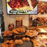 ロイヤル那覇空港ベーカリーショップ - 他のカレーパンもあります