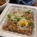 壱番隊 - 日替りランチ(肉とうふ)850円につく納豆