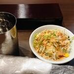 居酒屋インド料理店 チャンドラマ  - お冷・サラダ・おしぼり