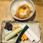 白金 酉玉 - ●お通し 大根おろし ウズラ生卵 キュウリ 人参 大根 味噌