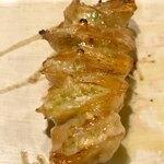 白金 酉玉 - ●油つぼ              250円 雌鶏のお尻  脂が乗ってますが、コリコリして美味しい。