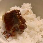 122367274 - 牛汁の肉をご飯にのせて、上から特製タレかけたら、コレまた名物牛筋丼。コレは御主人ご厚意での試食です。