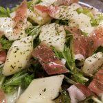 特産フルーツ「ル・レクチェ」(洋梨)のサラダ(11月中旬~クリスマス頃まで)