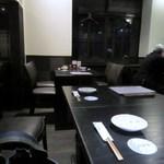 博多 弁天堂 - 5人での打ち合わせでしたが今回は個室ではなくテーブル席で食事です