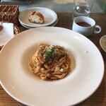 122374974 - 豚バラ肉の赤ワインラグーと金平蓮根のタリアテッレ(生パスタ)
