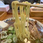 好来道場 - 【2019.11.16】加水高めの中細麺。