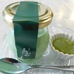 MK CAFE - ふたを開ける前の茶プリン