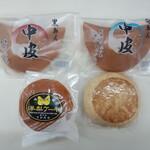 坂田屋本店 - 中皮に味噌まんじゅうに洋梨ケーキ