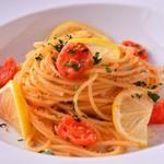 アル マンドリーノ - カラスミとチェリートマトのスパゲッティ