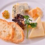 アル マンドリーノ - チーズ盛り合わせ_2