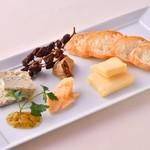 アル マンドリーノ - チーズ盛り合わせ