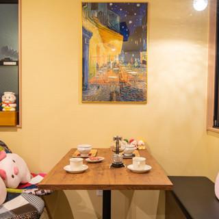 本場パリのカフェをイメージ。気分に合わせてお食事をどうぞ。