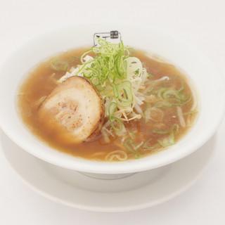 らーめんは、創業以来守り続けるさっぱりとしたスープが決め手!