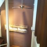 cafe&dining ballo ballo - ビルの入口から階段を降りたところ