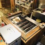 みやじま食堂 - 店頭の焼き網