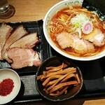 勝本 - 煮干し中華そば(¥730)、チャーシュー3枚(¥300)、メンマ(¥100)、辛味(粗挽き唐辛子は無料)