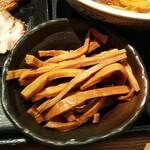 勝本 - 細いタイプのメンマは、煮え方最高で好みでした。板橋区常盤台にある「下頭橋ラーメン」のメンマと同じ味がしたよ♪