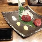 肉汁餃子のダンダダン - 馬刺し2種盛り980円全景