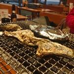 浜焼き白浜家 - 焼き牡蠣