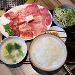 長春 - 料理写真:スペシャル焼肉定食 セミダブル