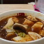 グータン - 薬膳春雨スープ 5番【極辛】(イカ団子、厚揚げ、白菜、エリンギ)アップ