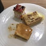 武藏 - 朝食ビュッフェ2800円。プリン、ショートケーキ、アップルパイ。デザートはこの3品が「あたり」です(^。^)。ビュッフェのものとしては、かなり高いレベルだと思います(╹◡╹)