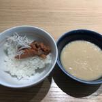 武藏 - 朝食ビュッフェ2800円。〆のつもり(笑)。塩辛、シラス、とろろ、白米。いつものことですが、〆られません(笑)。塩辛のイカが新鮮な口当たりで、美味しかったです(^。^)