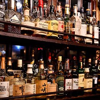 ドリンクは全100種類以上!ウイスキーも豊富にご用意。