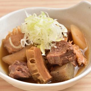 リピーター続出の「牛煮込み」★こだわりのお料理は種類豊富