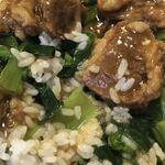 中華菜館 同發 - 牛ばらご飯のアップ