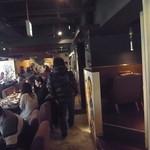 kawara CAFE&DINING - 店内はオサレ風