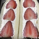 ミニスーパー 塩田屋本家 - いちごのフルーツサンド