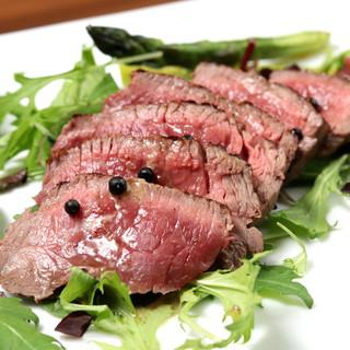 肉バルの定番!こだわりの厳選牛で旨味たっぷりのステーキに!