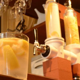 風味豊かなレモンサワーや、有機栽培のお茶を使ったお酒をご用意