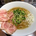 麺屋 ねむ瑠 - 濃厚烏賊煮干中華そば 790円