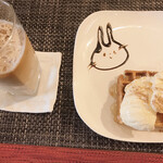 Cafe 豆うさぎ - セット、ワッフル