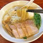 純手打ち 麺と未来 - うどんの様な極太麺