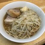 ラーメン二郎 - ラーメン 780円 麺半分・ヤサイ少な目にんにくで