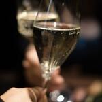 新宿 焼肉ブルズ - スパークリングワイン・アンジェールから。