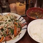 えぞ松 - レバニラ定食880円