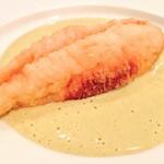 サポセントゥ ディ アキ - カワハギのセモリナ粉フリット 牡蠣のソース。 カワハギの淡白さに、フリットのパリッパリの外壁を破った途端牡蠣の芳醇な旨味がドバドバ加わる官能。