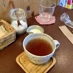 ジャム cafe 可鈴 - 【食後のドリンク】ホット紅茶(ミルクティーで)
