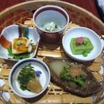 京都ぎをん 八咫 - 京都料理「おばんざい」の盛り合わせのお膳、こちらで言ったらお惣菜の盛り合わせかな
