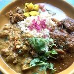 ナップオフ バイ ウタタネ - 合鴨とオレンジのカレーと、 豚ほほ肉のバルサミコ煮込みカレーの二種あいがけ