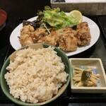 KITCHEN 401 - 秘伝の唐揚げ定食;¥780円