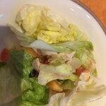 サイゼリヤ - チキンとブロッコリーのサラダ