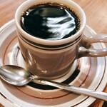 ADOOR - なみなみと注がれたコーヒー