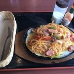 カフェ ス モンク - 料理写真:イタリアンなナポリタン(800円)